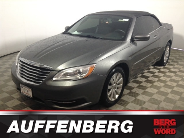 Photo Used 2012 Chrysler 200 Touring Convertible V6 Flex Fuel 24V VVT for sale in OFallon IL