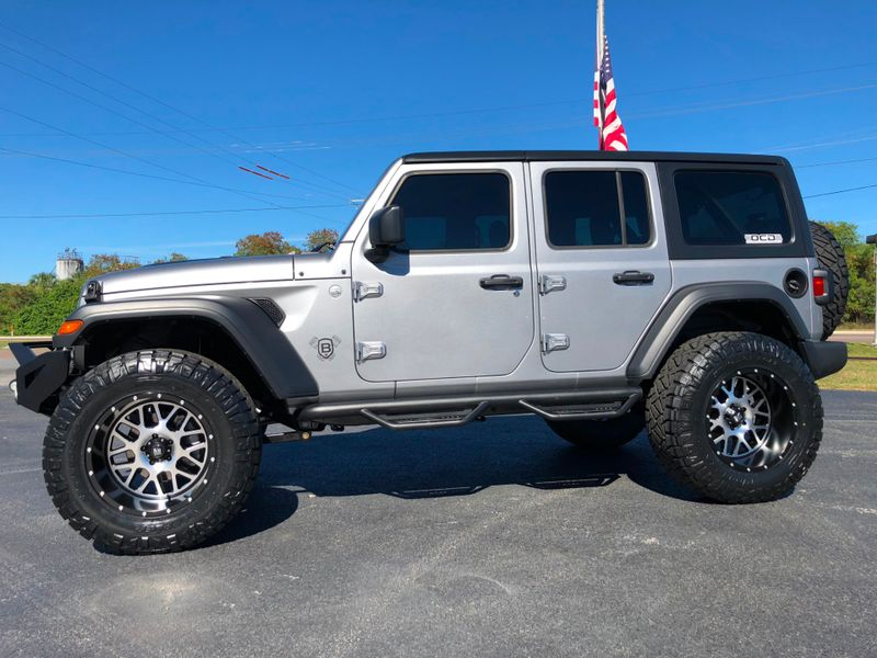 Photo Used 2018 Jeep All-New Wrangler Unlimited CUSTOM LIFTED LEATHER