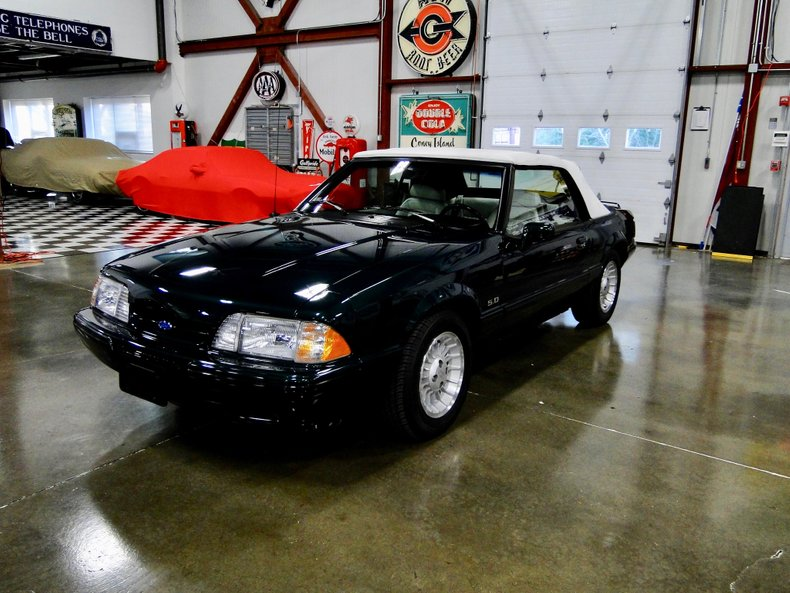 Photo 1990 Ford Mustang LX 19,900