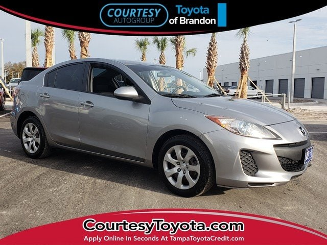 Photo Pre-Owned 2013 Mazda Mazda3 i Sport Sedan in Jacksonville FL