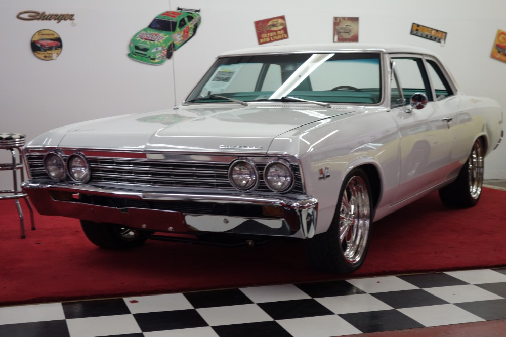 Photo 1967 Chevrolet Chevelle -SHOW PIECE-PRO TOURING BIG BLOCK RIDE TECH SUSPENSION-