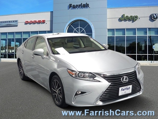 Photo Used 2016 LEXUS ES 350 for sale in Fairfax, VA