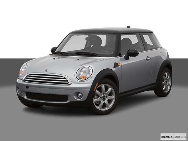 Photo Used 2007 MINI Cooper Hardtop 2DR LEATHER PANORAMIC ROOF SUPER CLEAN in Ardmore, OK