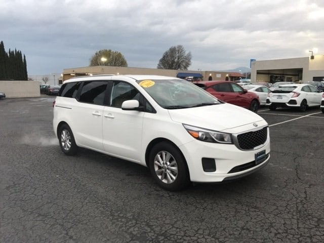 Photo Used 2015 Kia Sedona LX Mini-Van For Sale in Fairfield, CA