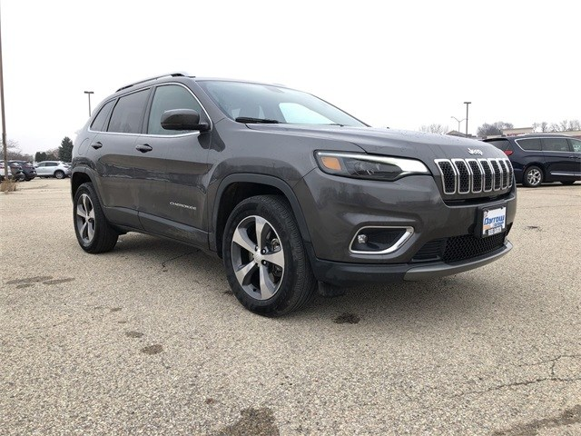 Photo 2019 Jeep Cherokee Limited 4x4 SUV For Sale in Madison, WI