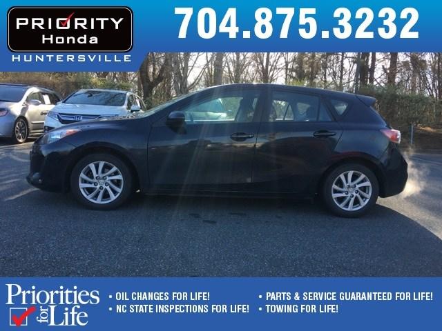 Photo Used 2012 Mazda Mazda3 For Sale in Huntersville NC  Serving Charlotte, Concord NC  Cornelius. VIN JM1BL1M85C1615583