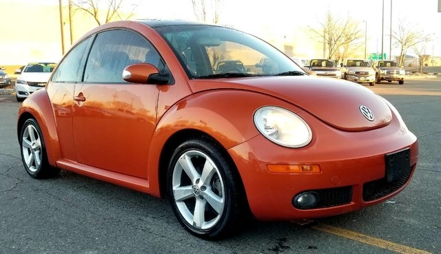 Photo 2010 Volkswagen New Beetle Coupe 2dr Red Rock Edition