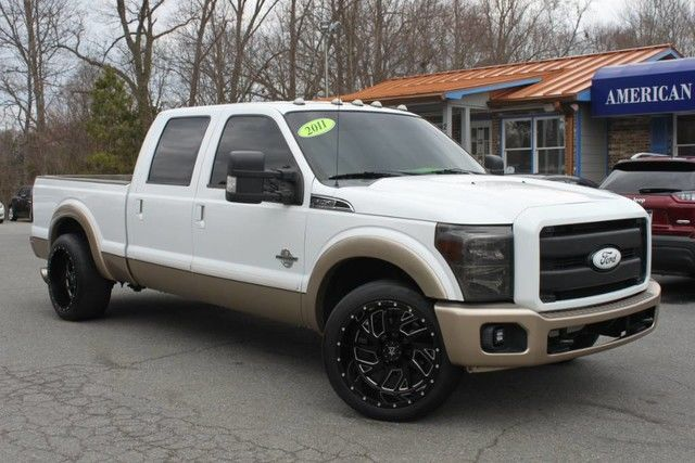 Photo 2011 Ford Super Duty F-250 SRW Lariat