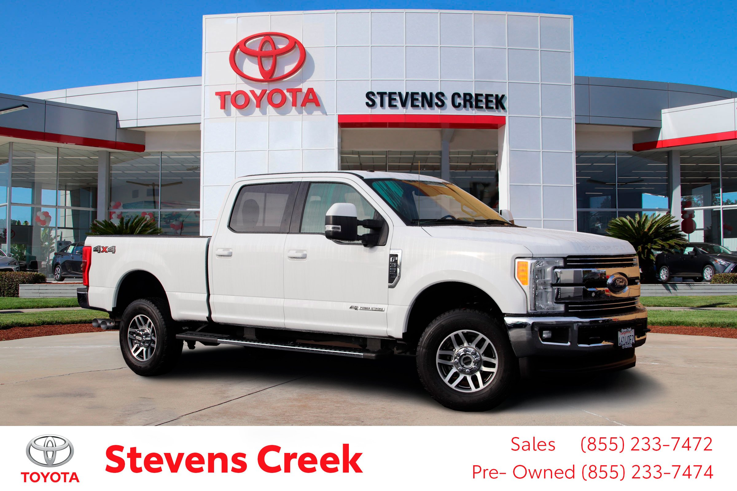 Photo Pre-Owned 2017 Ford Super Duty F-350 SRW Lariat Pickup 6 34 Ft 4WD Crew Cab Pickup