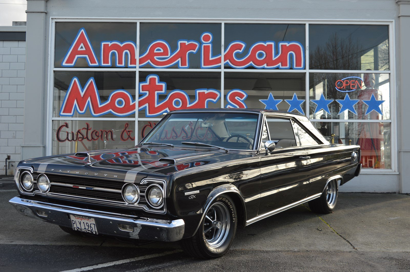 Photo Pre-Owned 1967 Plymouth GTX Gorgeous Restoration 4 Speed 440 Pistol Grip Shifter