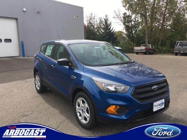 Photo New 2018 Ford Escape S FWD 4D Sport Utility
