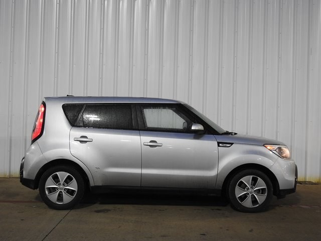 Photo 2015 Kia Soul Base Hatchback Front-wheel Drive For Sale Serving Dallas Area