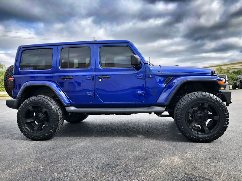 Photo Used 2018 Jeep All-New Wrangler Unlimited OCEAN BLUE JL SAHARA LIFTED LEATHER HARDTOP