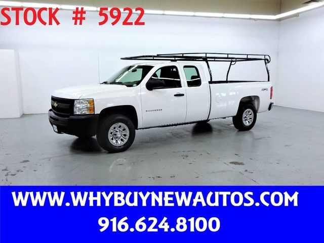 Photo 2011 Chevrolet Silverado 1500  4x4  Extended Cab  Only 42K Miles