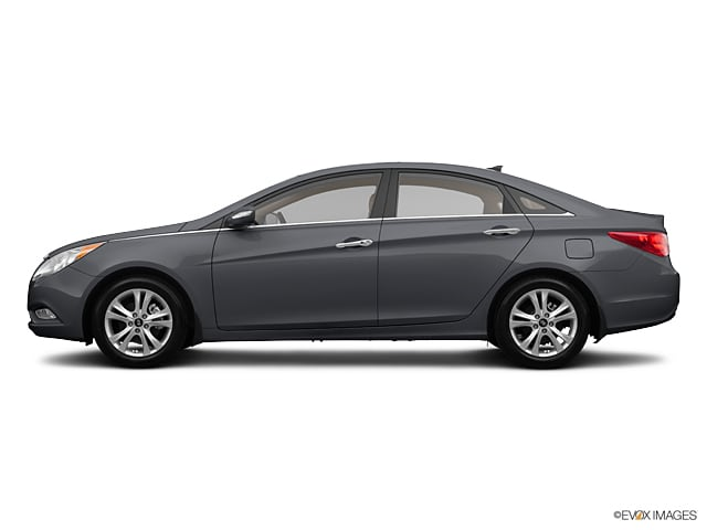 Photo Used 2013 Hyundai Sonata Limited Sedan Front-wheel Drive for Sale in Riverhead, NY