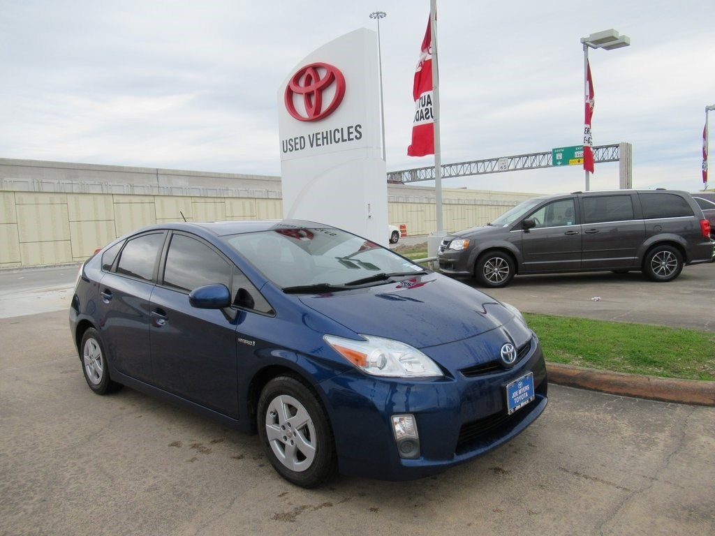 Photo Used 2011 Toyota Prius Three Hatchback FWD For Sale in Houston
