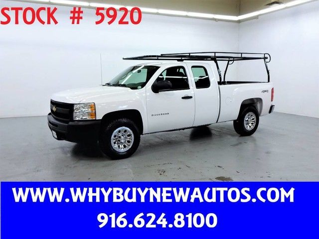 Photo 2011 Chevrolet Silverado 1500  4x4  Extended Cab  Only 37K Miles