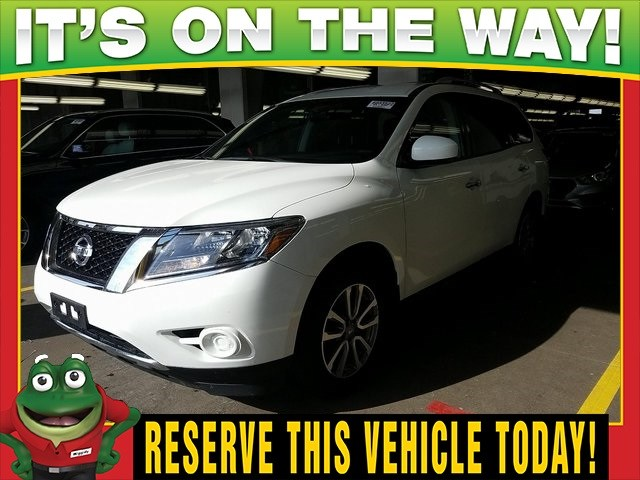 Photo Used 2015 Nissan Pathfinder S 4WD - Tri Zone Climate - Third Row For Sale Near St. Louis
