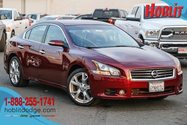 Photo 2012 Nissan Maxima 3.5 SV w Leather  Moon Roof