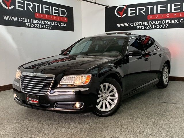 Photo 2013 Chrysler 300 NAVIGATION PANORAMIC ROOF REAR CAMERA HEATED LEATHER SEATS BEATS SOUND SYST