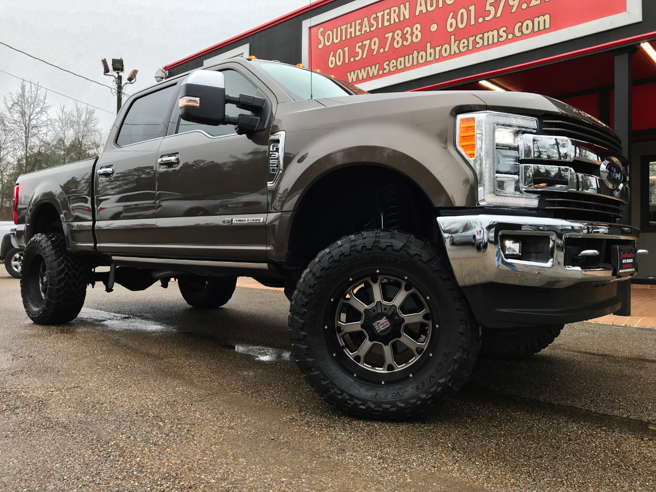 Photo 2017 Ford F-350 SD KING RANCH CREW CAB SHORT BED 4WD CUSTOM LIFTED