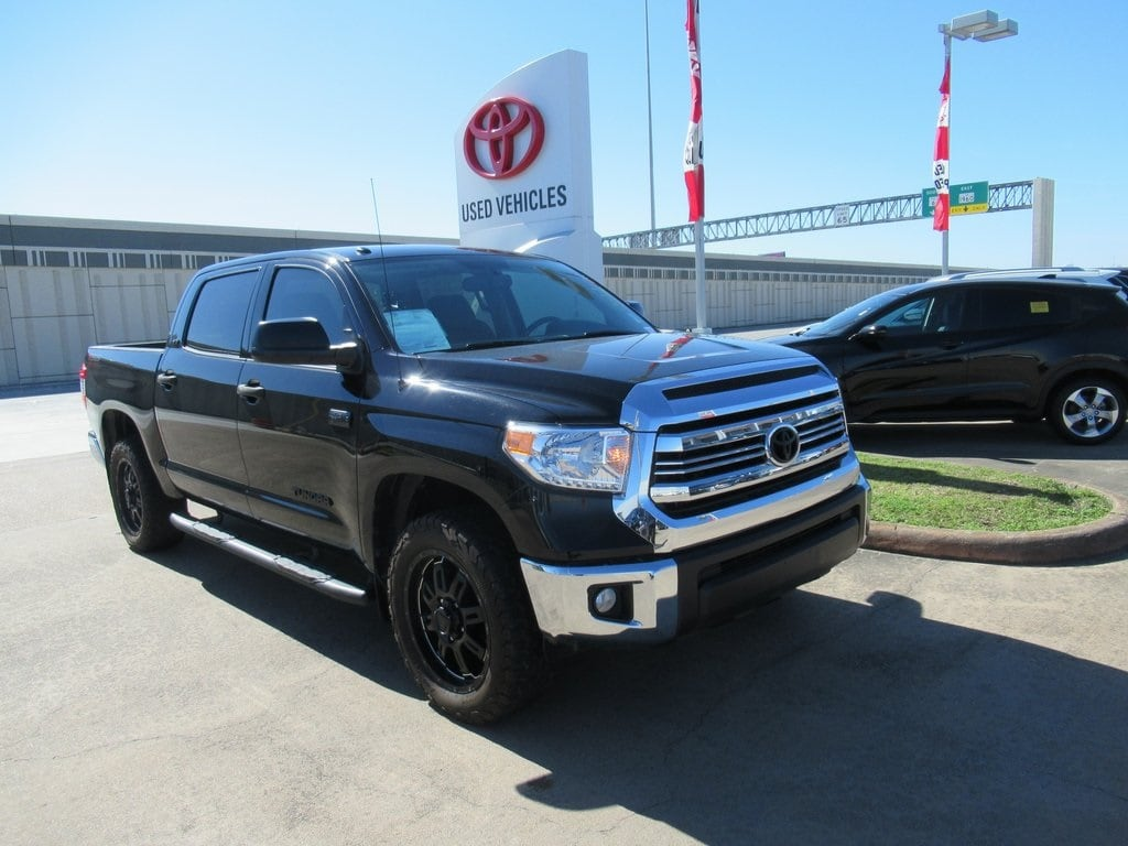 Photo Used 2016 Toyota Tundra SR5 Truck 4WD For Sale in Houston