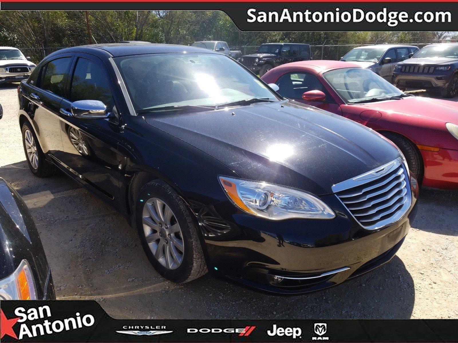 Photo 2014 Chrysler 200 Limited Sedan in San Antonio