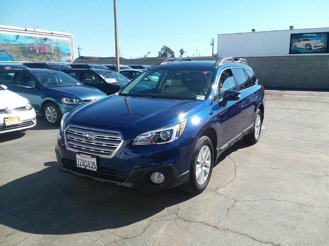 Photo 2017 Subaru Outback 2.5i Premium with Long Beach, CA