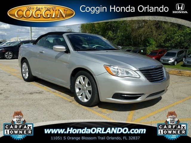 Photo Pre-Owned 2012 Chrysler 200 Touring Convertible in Orlando FL
