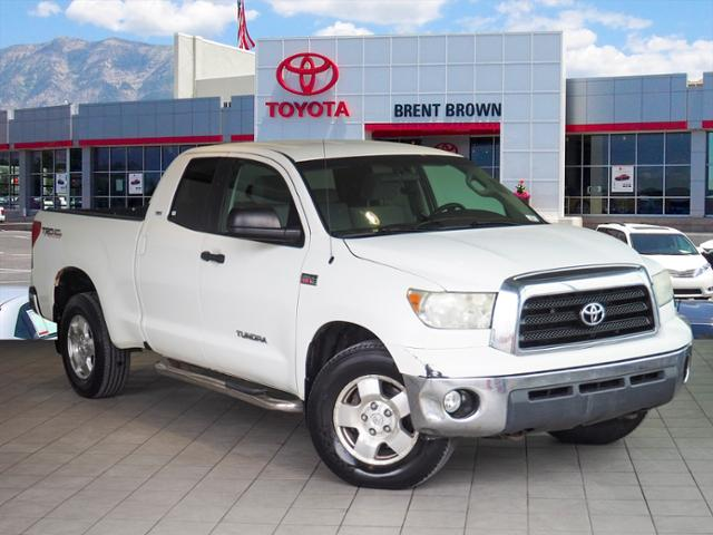 Photo Pre-Owned 2007 Toyota Tundra SR5 4WD Crew Cab Pickup