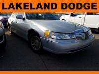 Pre-Owned 2000 LINCOLN Town Car Signature