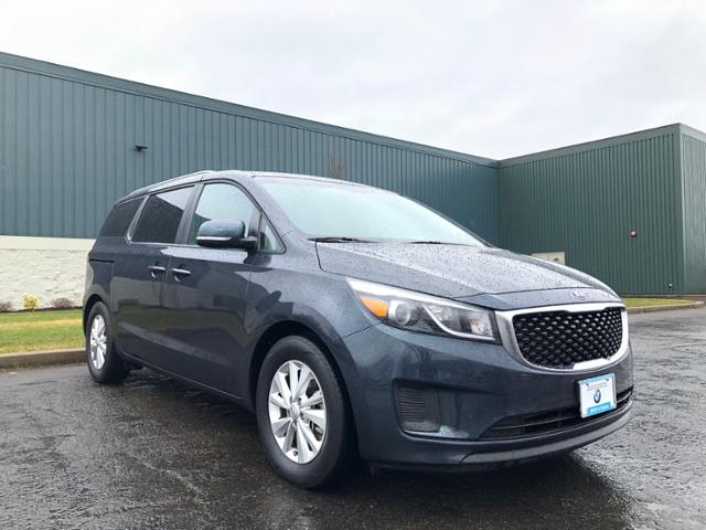 Photo Used 2016 Kia Sedona LX FWD in Salem, OR