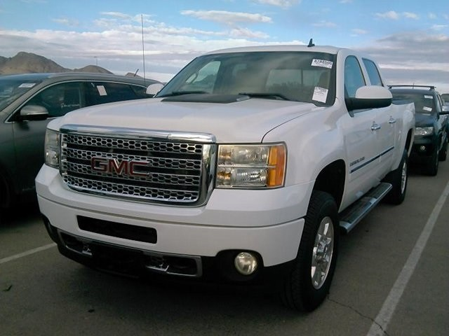 Photo 2011 GMC Sierra 2500HD Denali Truck Crew Cab
