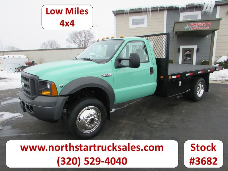 Photo Used 2005 Ford F-550 4x4 Flat-Bed Truck