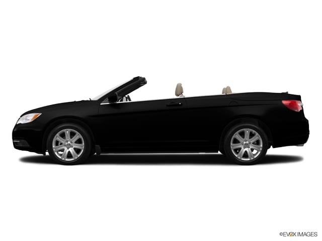 Photo Used 2014 Chrysler 200 Touring Convertible V6 24V VVT for sale in OFallon IL