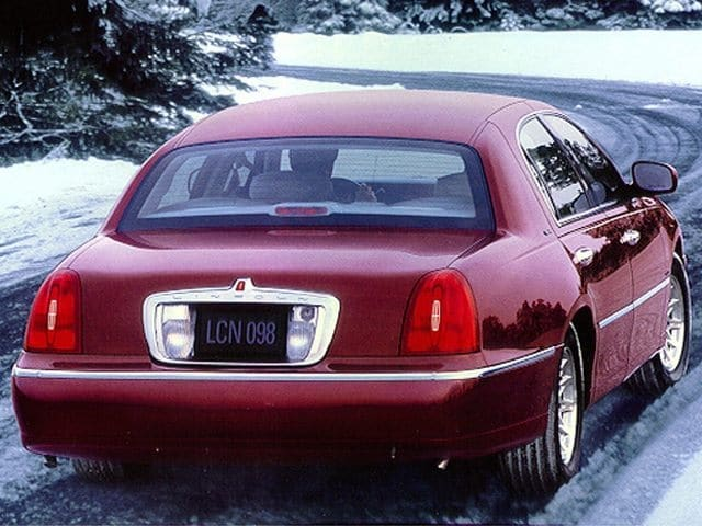 Photo Used 1999 Lincoln Town Car Signature Sedan V-8 cyl For Sale in Surprise Arizona
