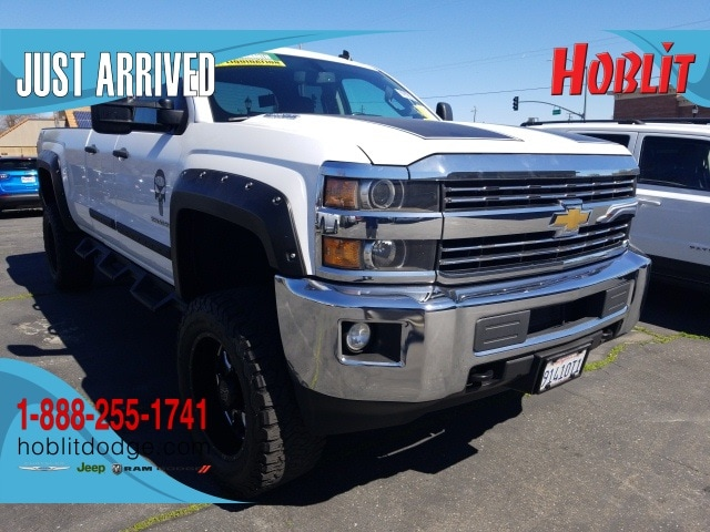 Photo 2015 Chevrolet Silverado 2500HD LT Extended Cab Long Bed 4x4 Duramax w Lift Kit