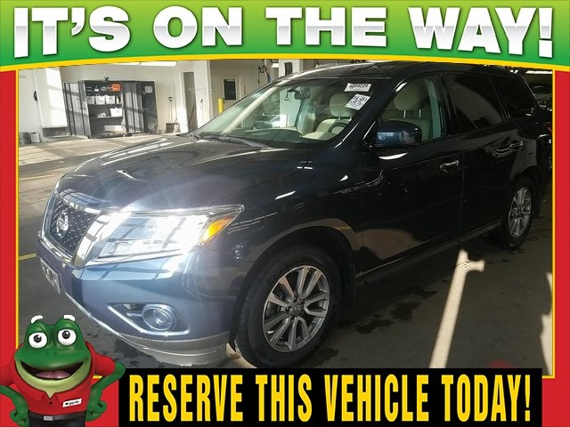 Photo Used 2016 Nissan Pathfinder S 4WD - Third Row - Tri Zone Climate For Sale Near St. Louis