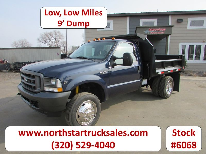 Photo Used 2003 Ford F-450 Dump Truck