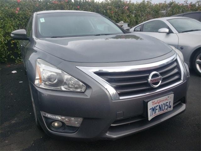 Photo 2015 Nissan Altima 2.5 Sedan Front-wheel Drive serving Oakland, CA