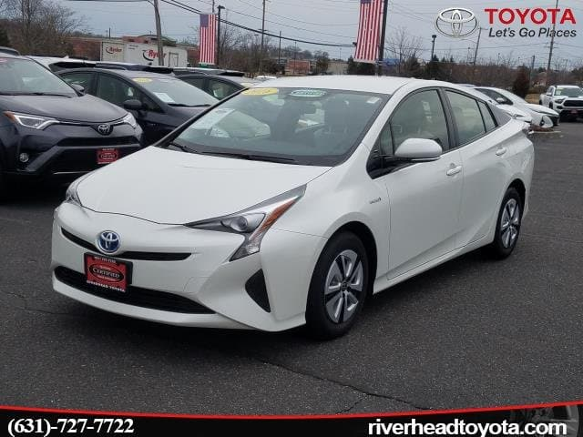Photo Used 2016 Toyota Prius Three Hatchback Front-wheel Drive for Sale in Riverhead, NY