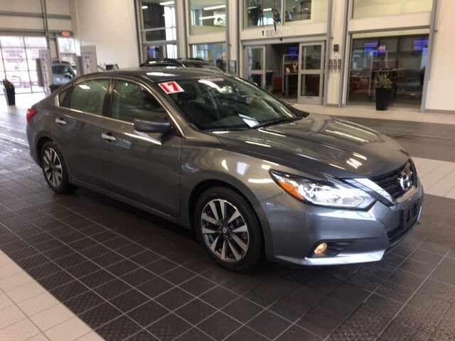 Photo 2017 Nissan Altima NISSAN CERTIFIED SEDAN .