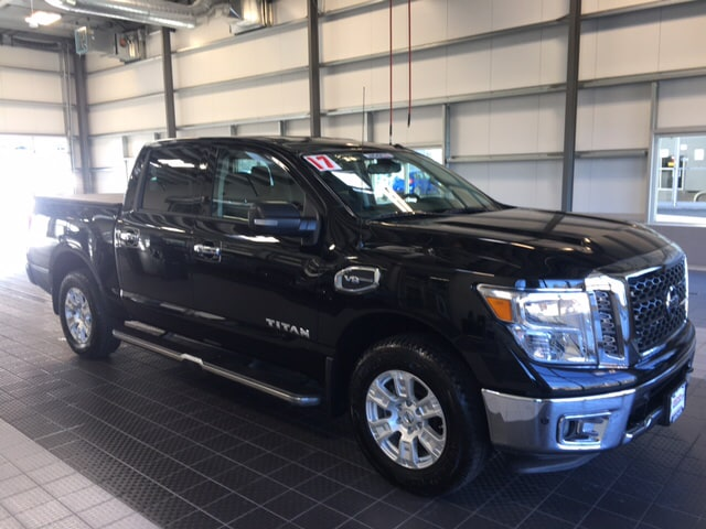 Photo 2017 Nissan Titan NISSAN CERTIFIED NAVIGATION TOW PACKAGE CC