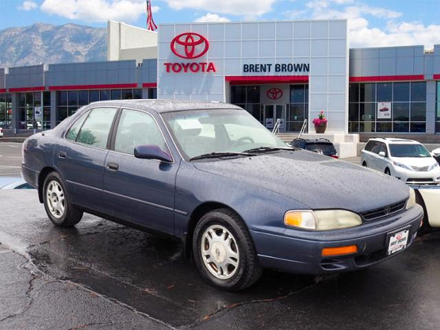 Photo Pre-Owned 1995 Toyota Camry XLE FWD 4dr Car