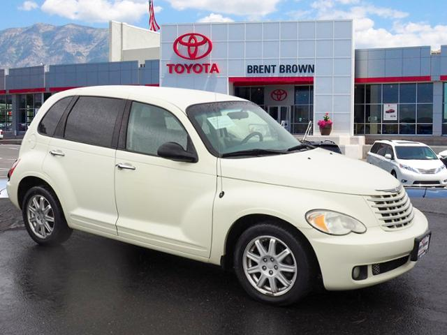 Photo Pre-Owned 2008 Chrysler PT Cruiser Touring FWD 4dr Car