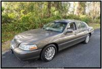 2004 Lincoln Town Car Signature 4dr Sedan