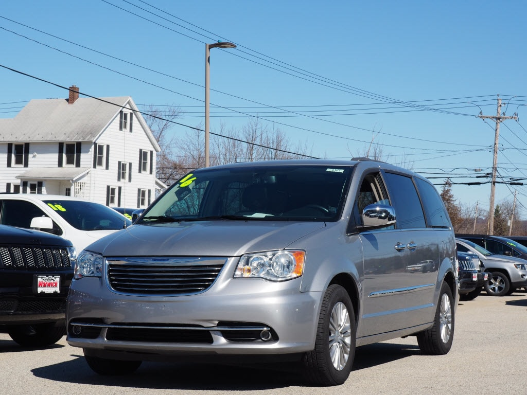 Photo Certified Pre-Owned 2015 Chrysler Town  Country Touring-L Touring-L Mini-Van in Warwick near Ramsey, NJ