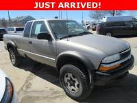 Used 2002 Chevrolet S-10 LS Ext Cab 123 WB 4WD LS for Sale in Waterloo IA
