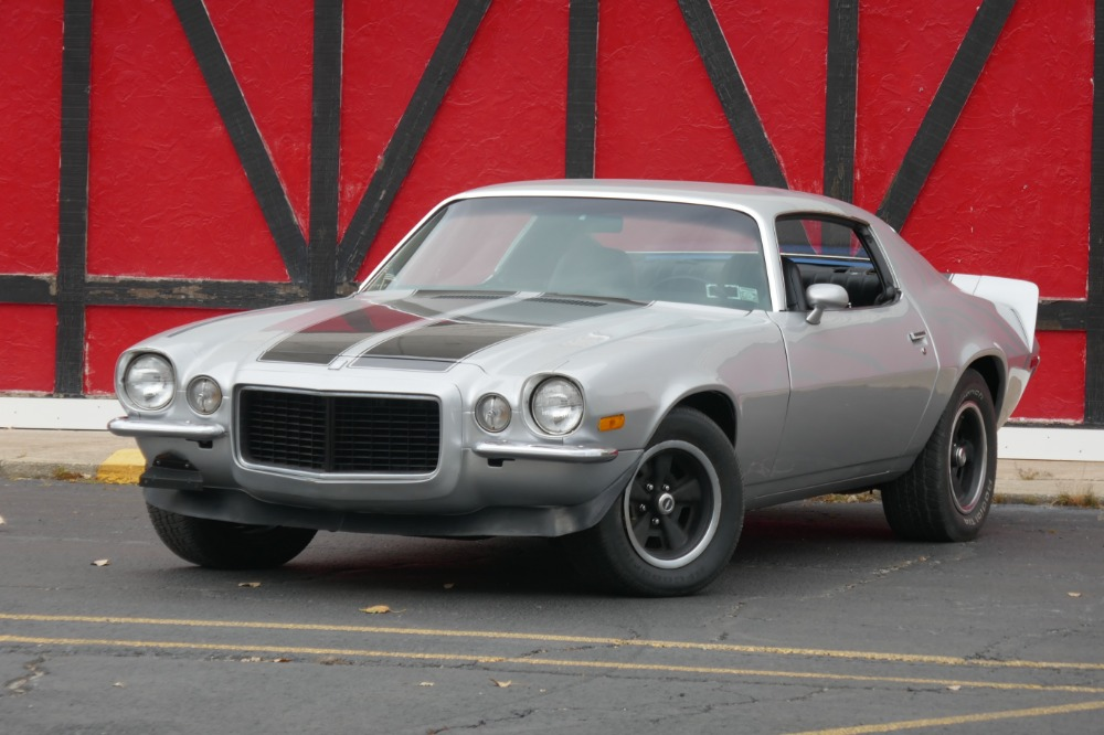 Photo 1971 Chevrolet Camaro -REAL RS SPLIT BUMPER-CORTEZ SILVER PAINT JOB WITH 4 SPEED- SEE VIDEO