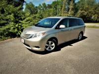 2015 Toyota Sienna LE w/ Rear Camera,8 Passenger, Only 26k Miles!
